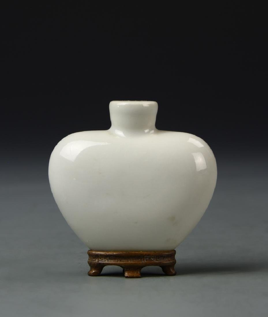 Chinese White Porcelain Snuff Bottle - 3