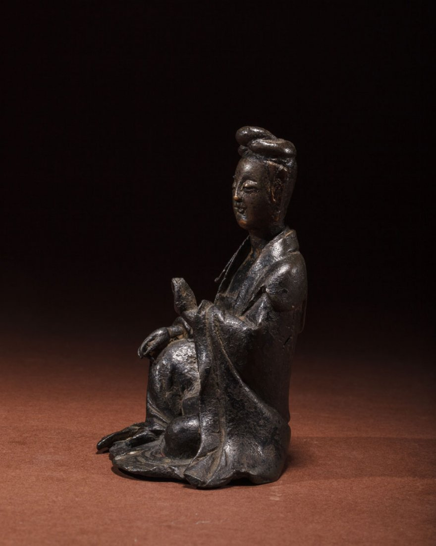 A Chinese Bronze Figure of Guanyin - 2