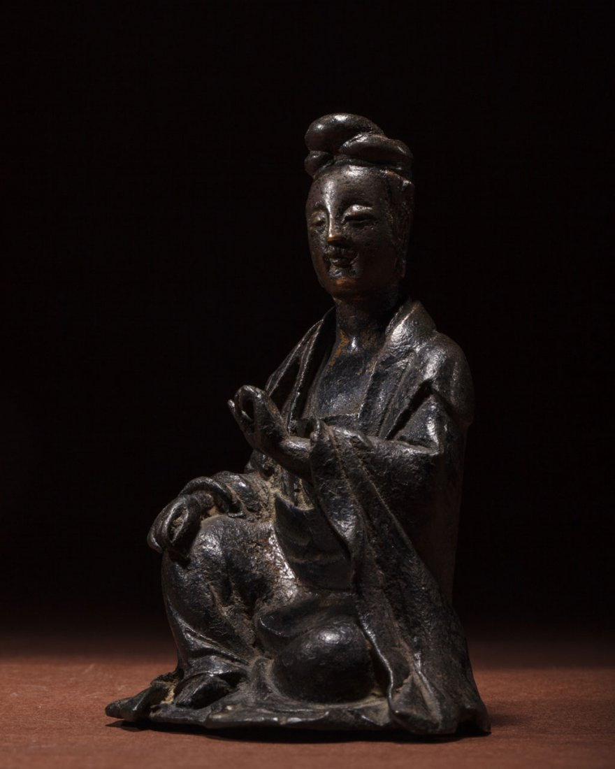 A Chinese Bronze Figure of Guanyin - 4