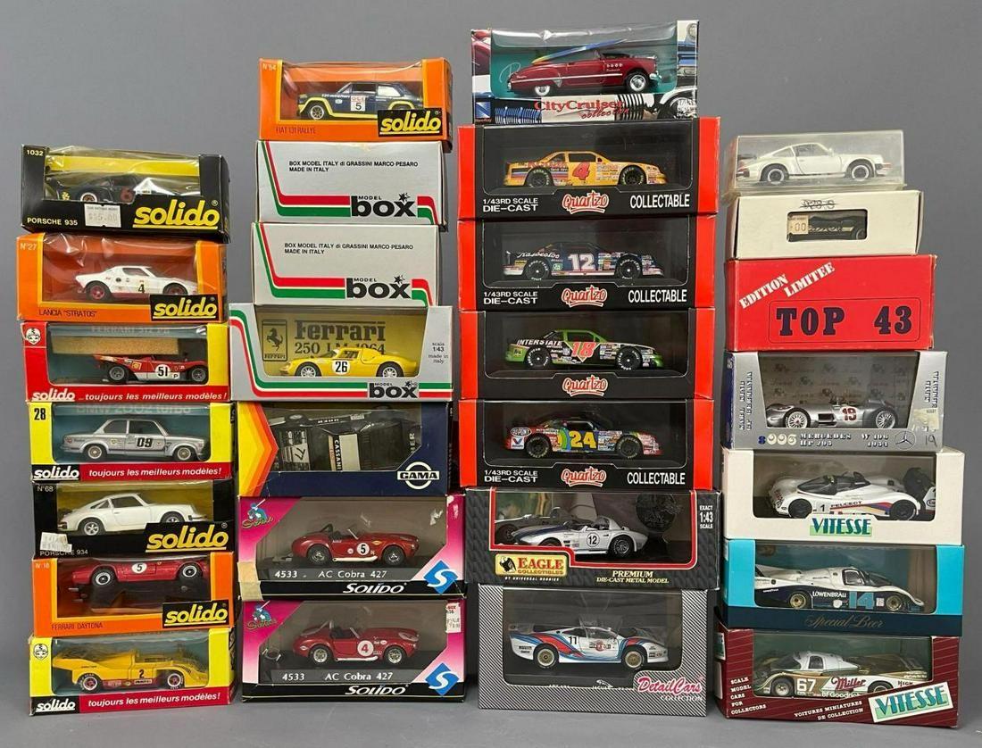 28 Model Cars. Quartzo, Box-Models, Solido, Top 443,