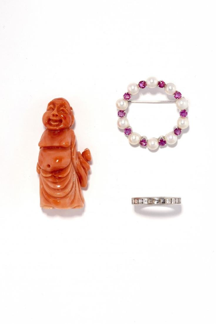 LOT OF A CORAL STATUE, A BROOCH AND A DIAMOND RING