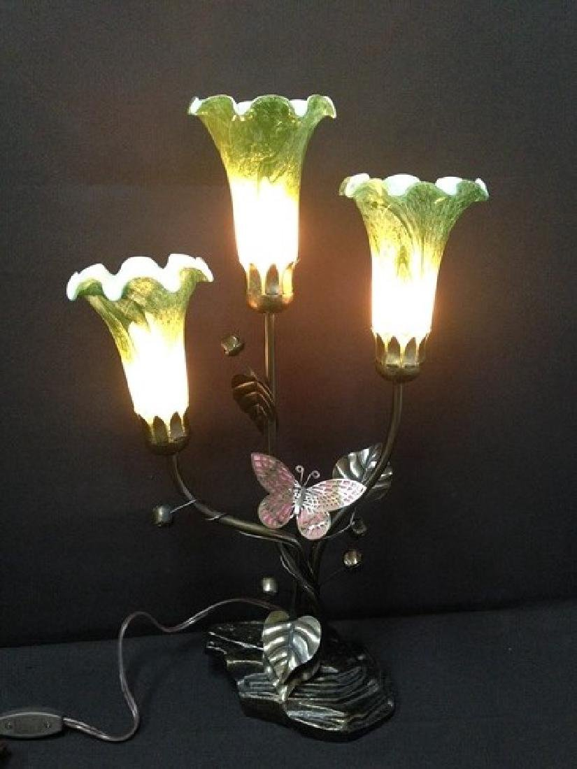 Vintage DALE Tiffany Style Three Light Lamp.