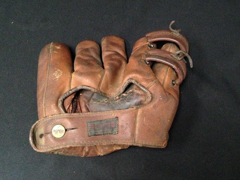 Vintage Hutch Leather Open Finger Baseball Glove. - 4