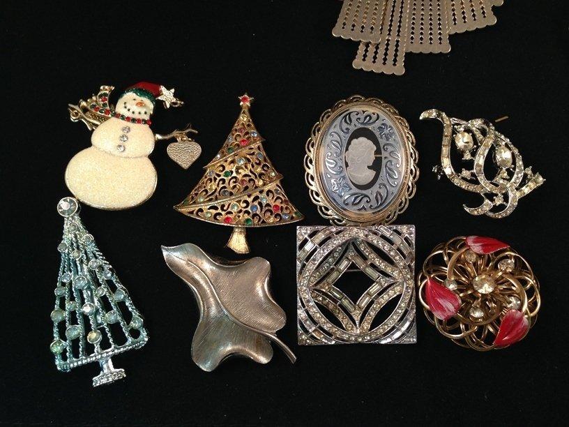 Mixed Lot Vintage Fashion Jewelry. - 2