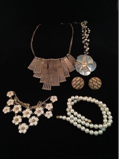 Mixed Lot Vintage Fashion Jewelry. - 6