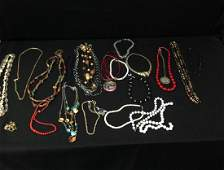 Mixed Lot Vintage Fashion Jewelry.
