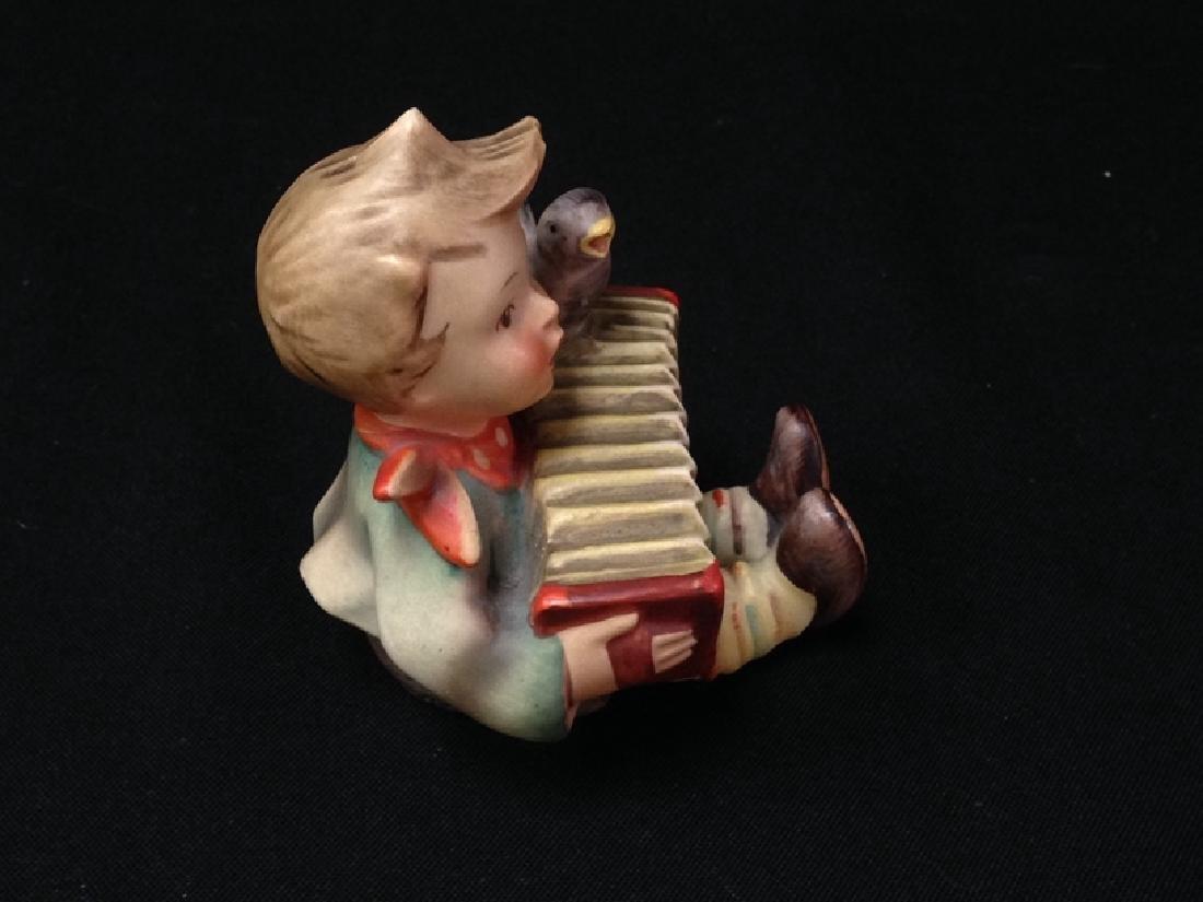 Hummel Figurine 'LET'S SING' TMK-2. - 2
