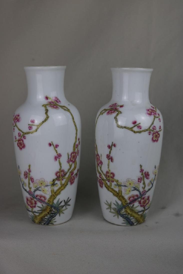 A Pair of Chinese Famille Rose Porcelain Vase