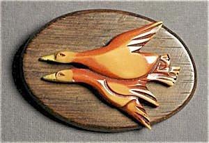 365284: Bakelite Pin: Flying Ducks