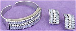 365299: Vintage Leru Bracelet and Earring Set