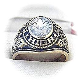 368490: 10K Gold Andrews High Class Ring 1980