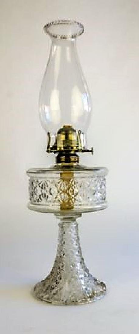 "ANTIQUE OIL LAMP ""DAISY AND BUTTON"" PATTERN"