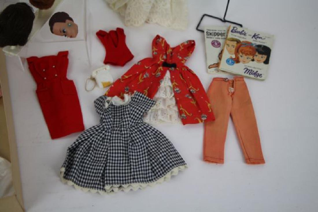 1958 BUBBLE CUT BARBIE WITH EXTRAS - 3