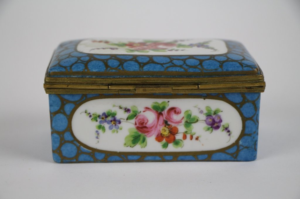 FRENCH PORCELAIN AND BRONZE DRESSER BOX - 2