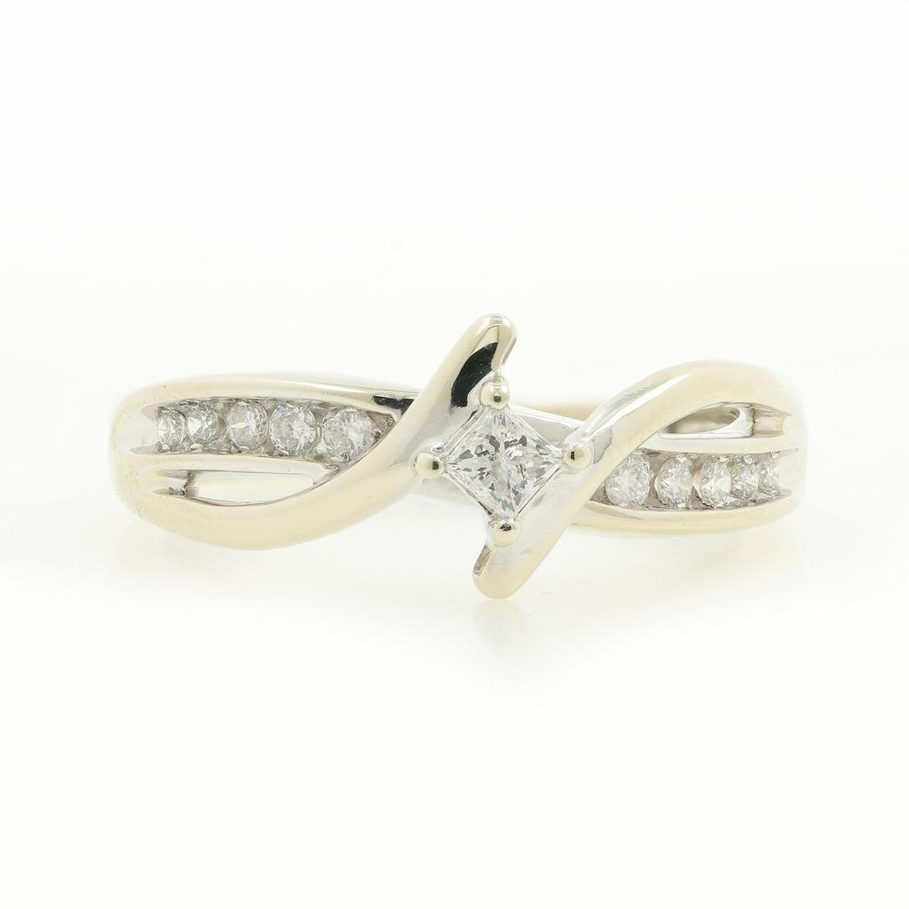 Vintage Classic Estate 10K White Gold Ladies Diamond