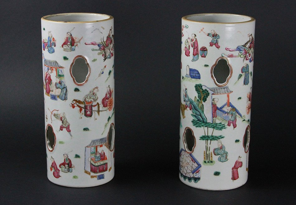 PAIR OF CHINESE FAMILLE ROSE HAT STAND