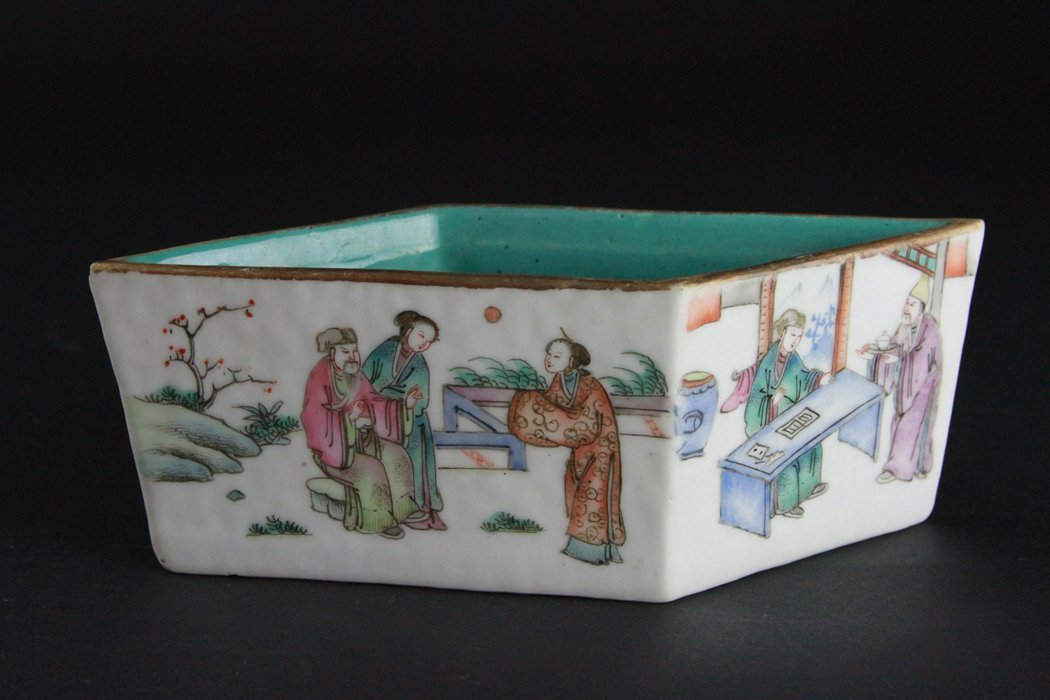 Chinese Famille Rose Brush Washer with Figural Scene - 2