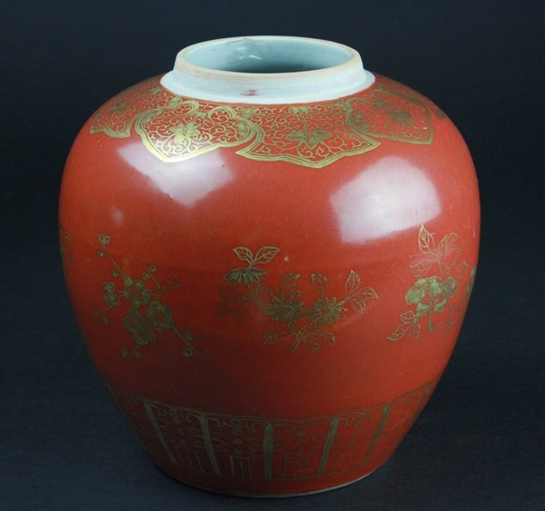 Chinese red glazed porcelain jar with gold gilt