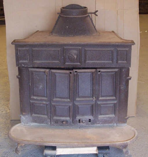 8: Ben Franklin Cast Iron Wood Burning Stove - 8: Ben Franklin Cast Iron Wood Burning Stove : Lot 0008
