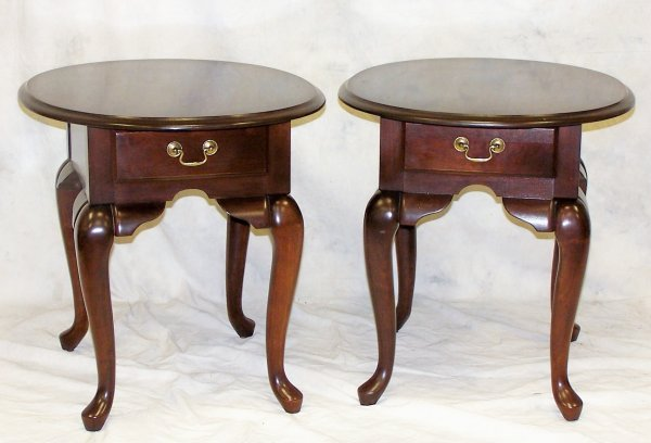 """510: Pair of modern mahogany end tables measuring 23.5"""""""