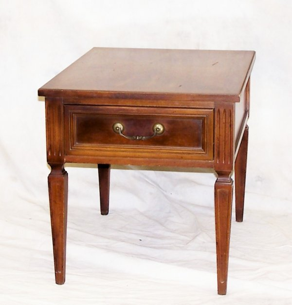 512: Modern Thomasville walnut one drawer end table mea