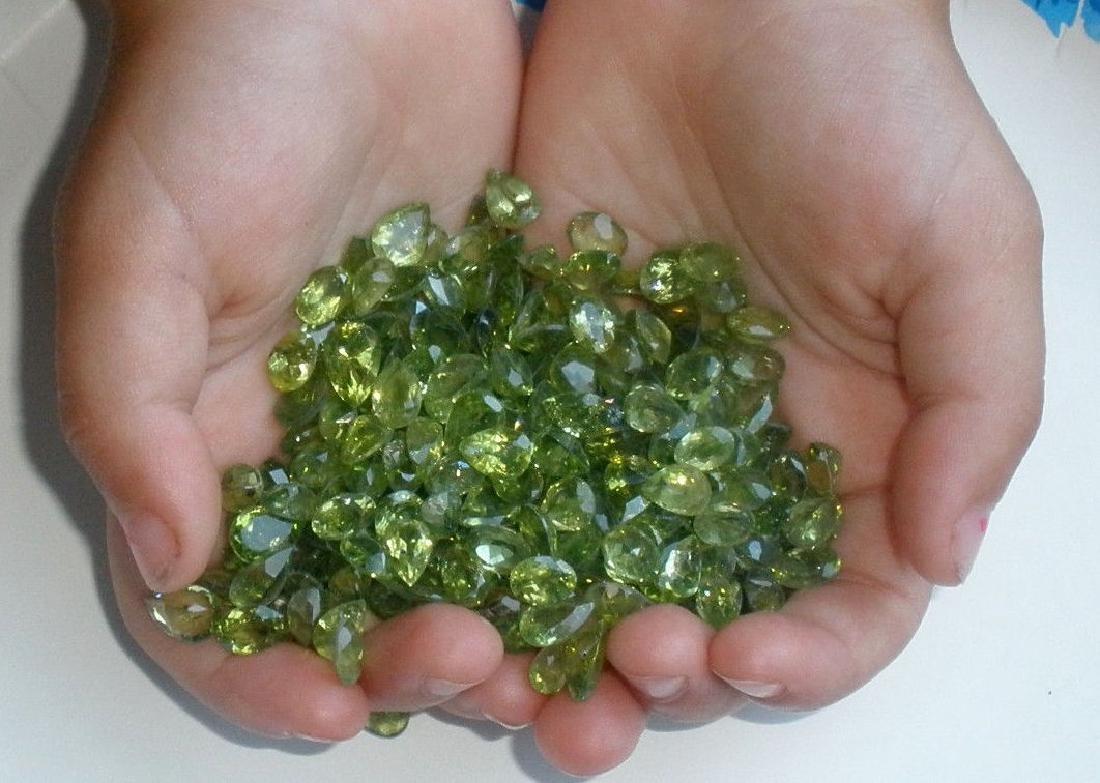 Natural Peridot 50 carats