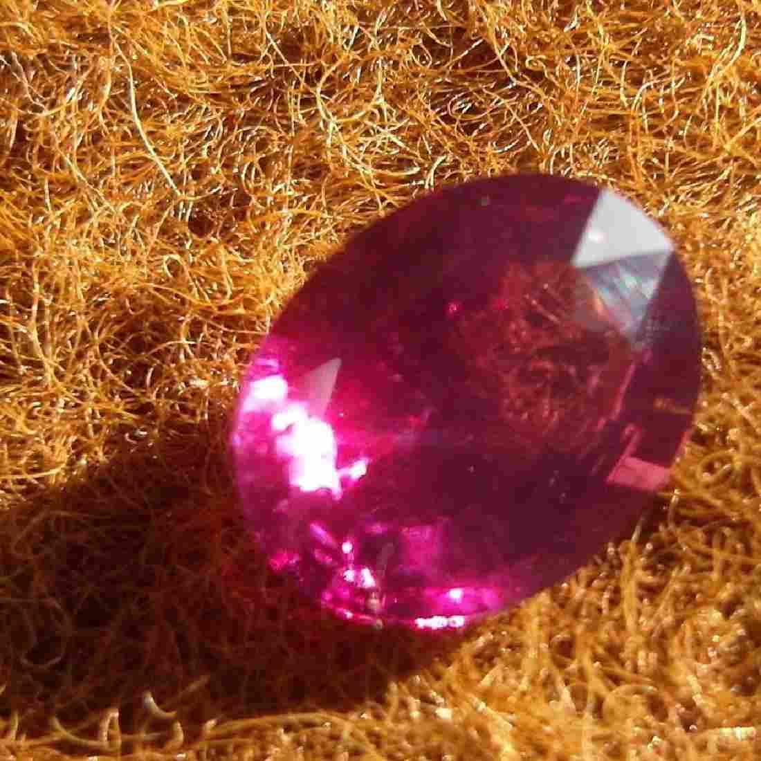 Natural Vivid Pink Kashmir Sapphire 3.33 cts - GRS