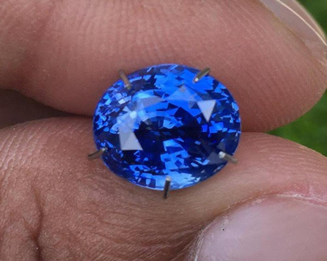 Natural Enchanting Blue Sapphire 6.65 Carats - GRS - 2