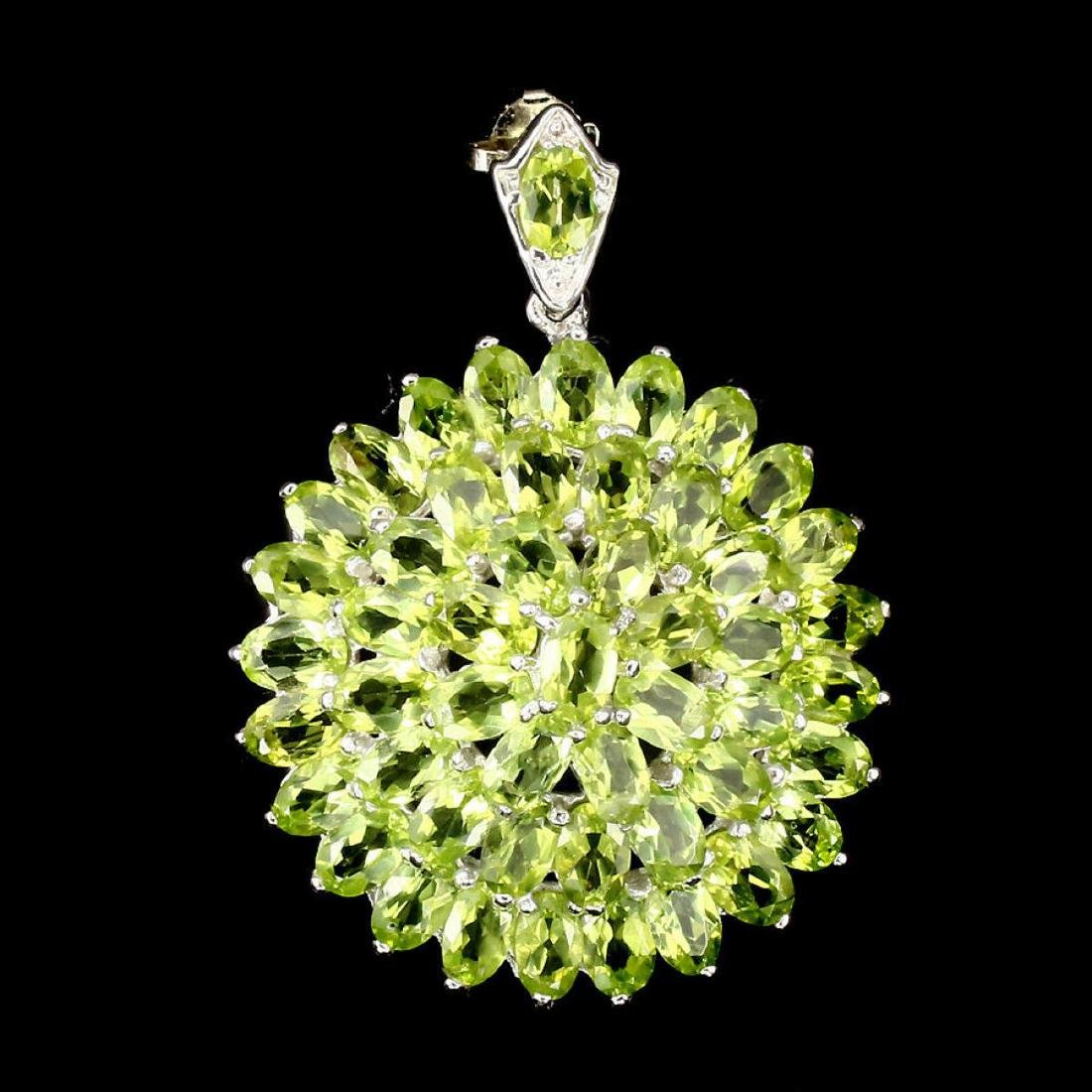 Gorgeous Oval Cut 6x4 Mm Top Rich Green Peridot Pendant