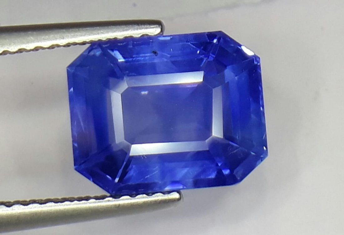 Natural Untreated Kashmir sapphire 5.13 Cts Certified