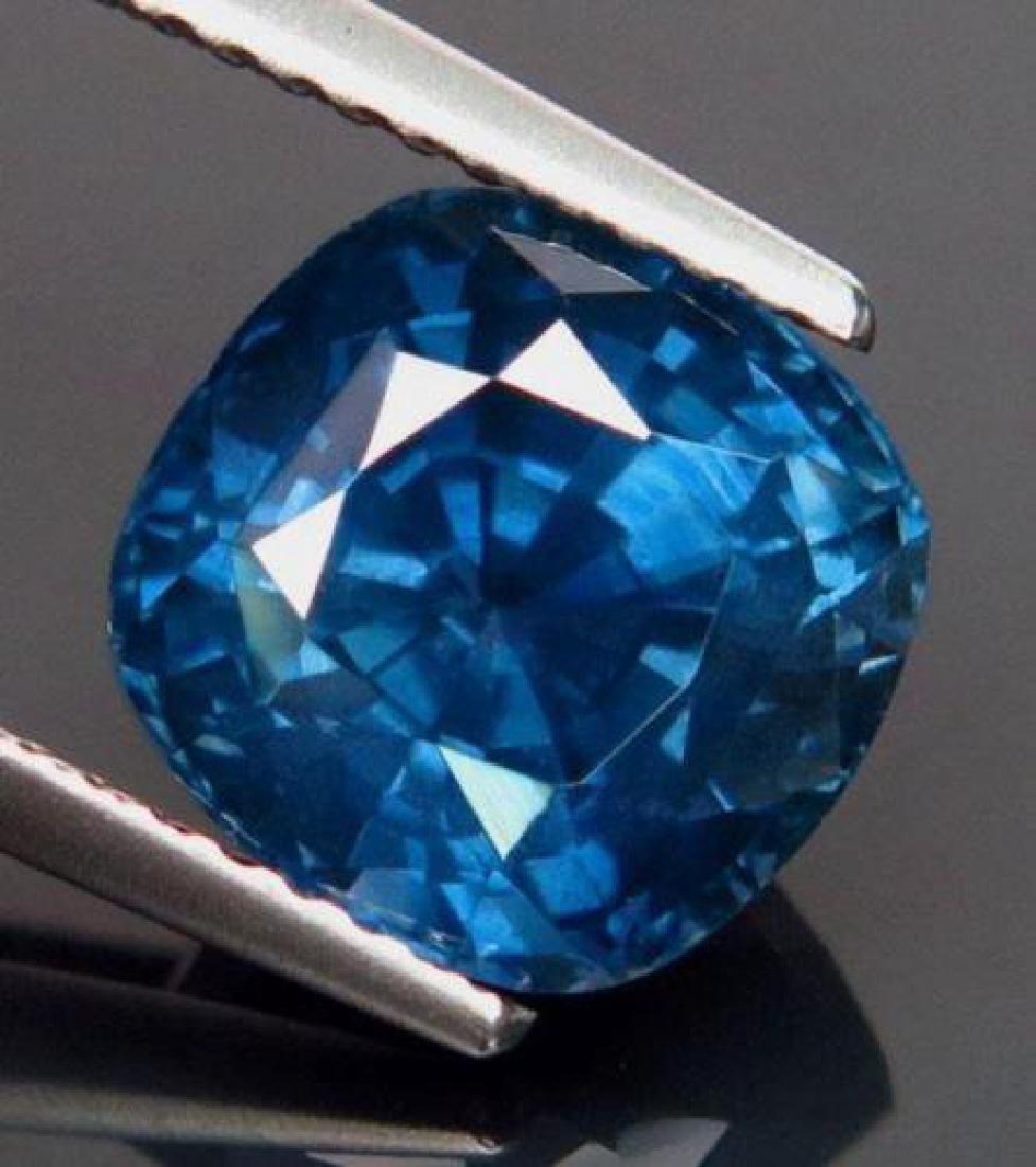 Natural Blue Sapphire 5.03 Carats VVS - GIA