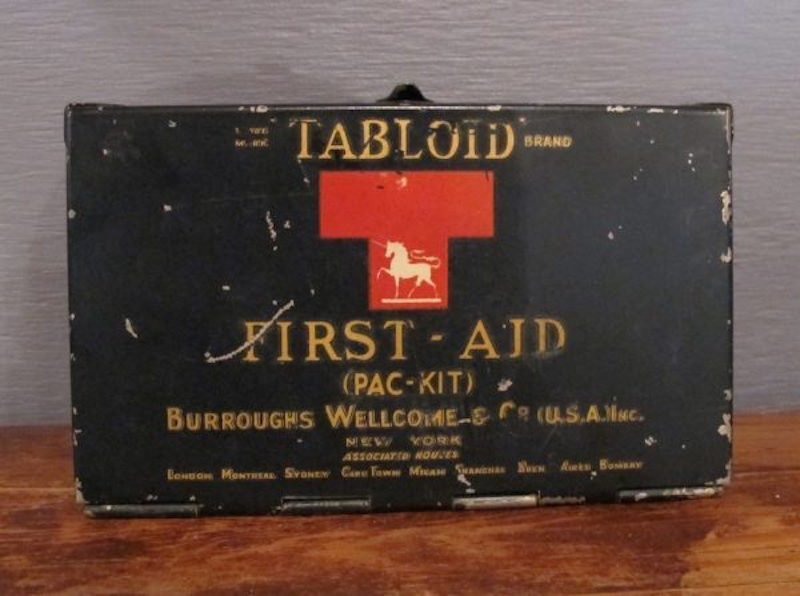 50. 20s-30s Tabloid First-Aid (Pac-Kit)