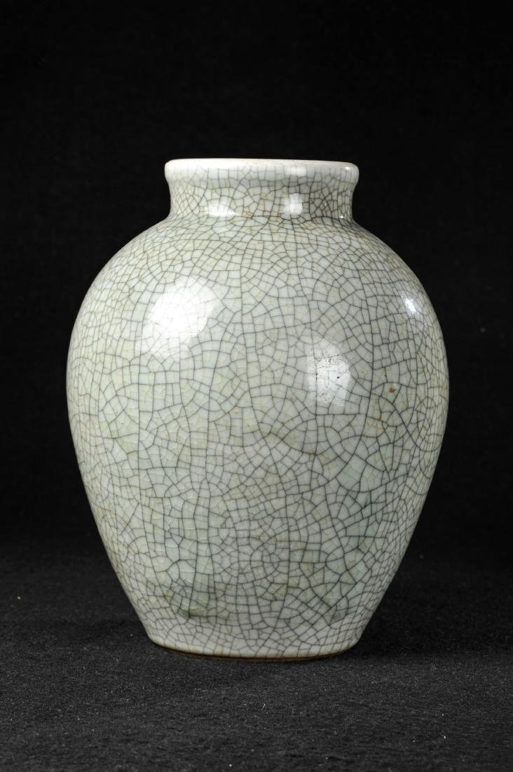 CHINESE CRACKLE GLAZED GE TYPE VASE, QING DYNASTY