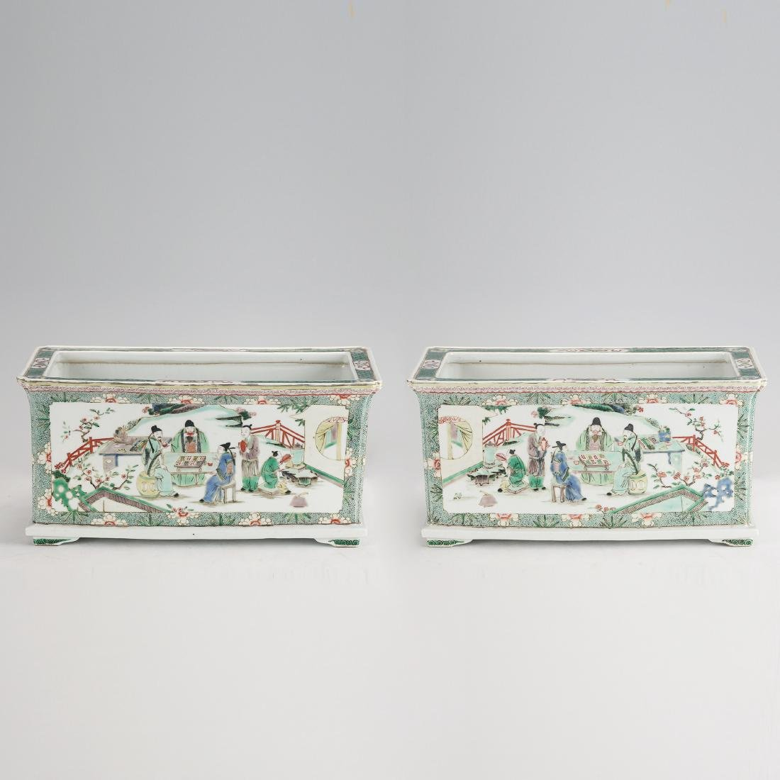 PAIR OF CHINESE FAMILLE ROSE PLANTER'S POT