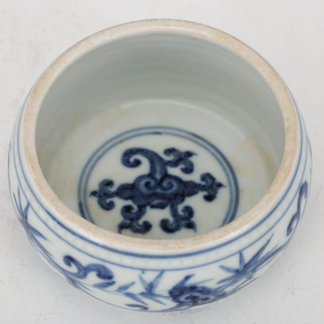 CHINESE BLUE AND WHITE PORCELAIN BRUSH WASHER