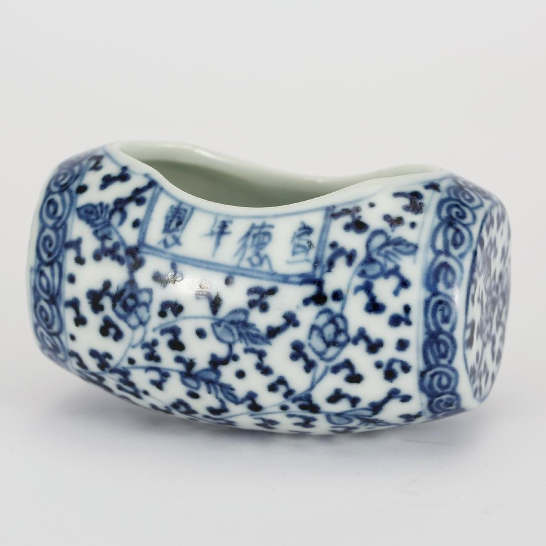 CHINESE BLUE AND WHITE BIRD FEEDER WITH MARK