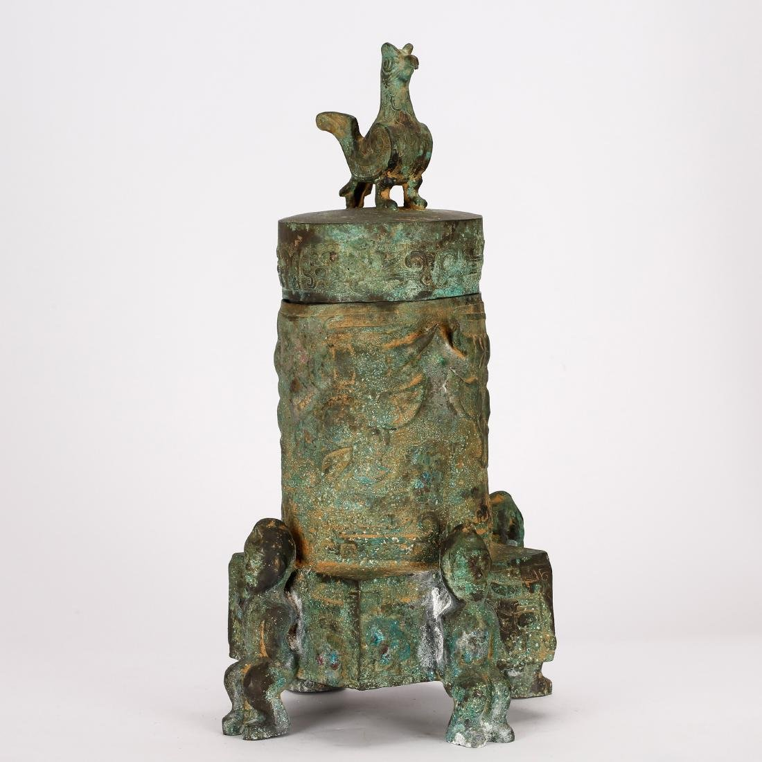 CHINESE ARCHAIC BRONZE VESSEL