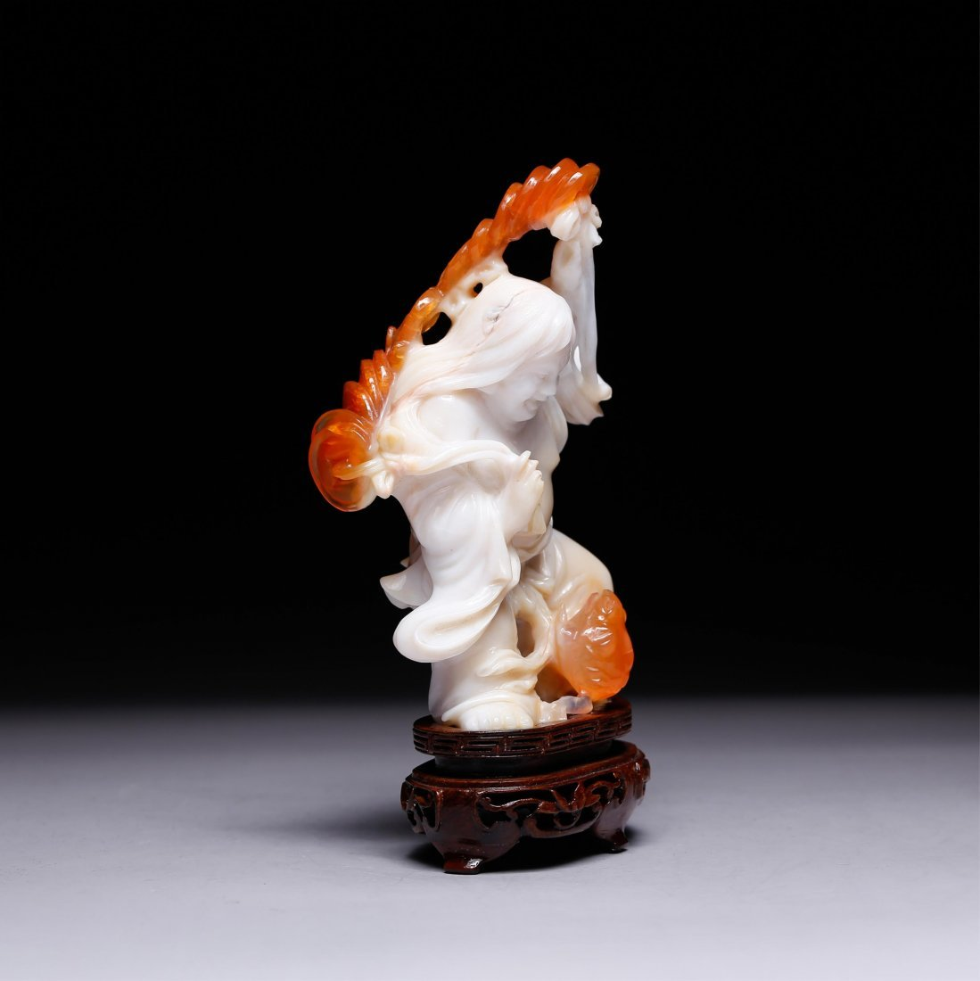 CHINESE AGATE CARVED FIGURE OF LIUHAI - 2