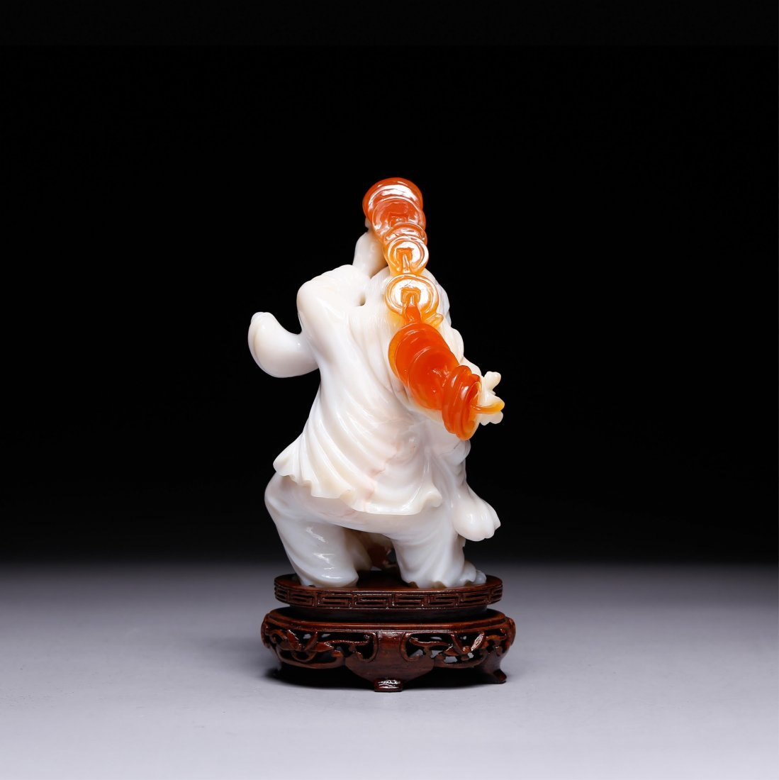 CHINESE AGATE CARVED FIGURE OF LIUHAI - 3