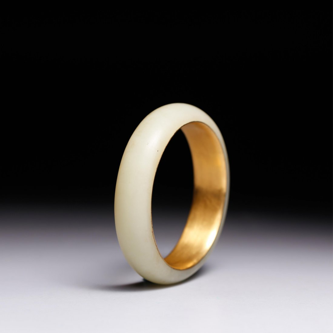 CHINESE GOLD AND YELLOW JADE BANGLE