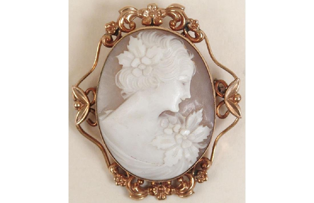 Vintage Carved Cameo Pin/Brooch - Stunning Girl