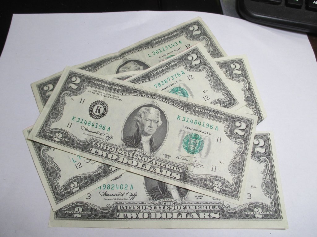 (5) 1976 $2 Green Seal Federal Reserve Note