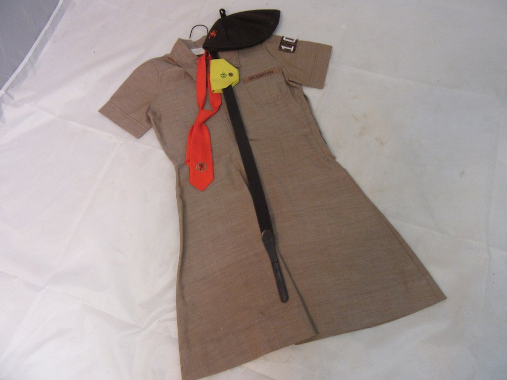 Two 1960s Girl Scout/Brownie Girl Uniforms - 6