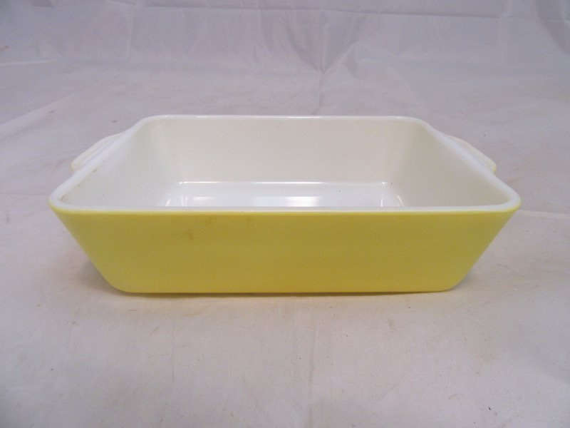 Vintage Kitchenware Lot. Includes: 2 Pyrex Dishes and 2 - 2