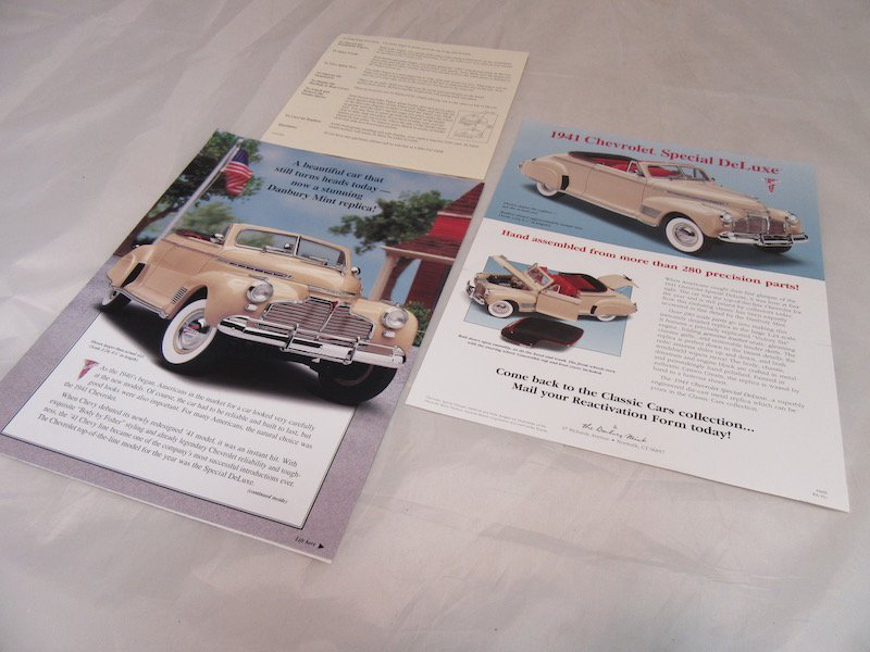 Danbury Mint 1941 Chevrolet Special Deluxe Convertible - 3
