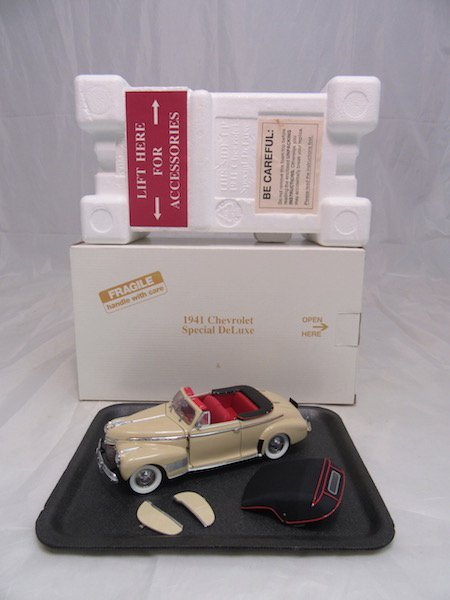 Danbury Mint 1941 Chevrolet Special Deluxe Convertible - 4