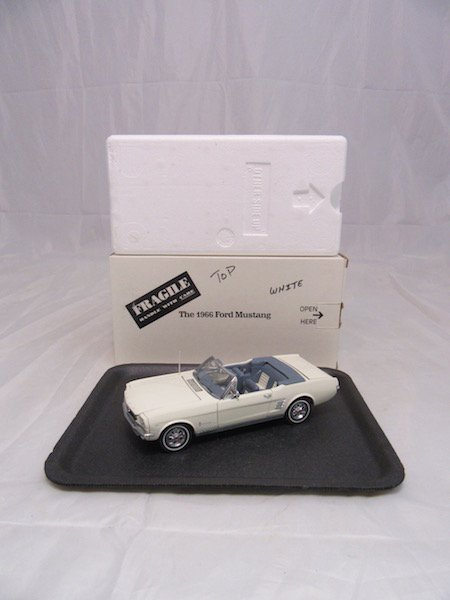 Danbury Mint 1966 Ford Mustang - 4