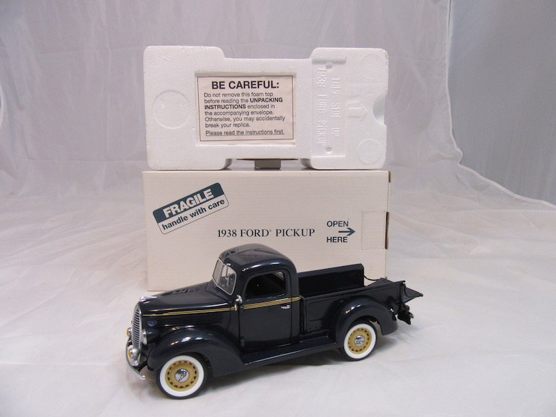 Danbury Mint 1938 Ford Pickup - 4