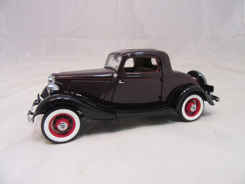 Danbury Mint 1933 Ford Deluxe Coupe