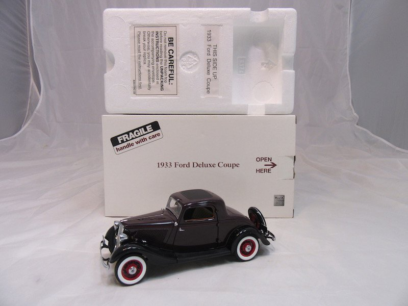 Danbury Mint 1933 Ford Deluxe Coupe - 4